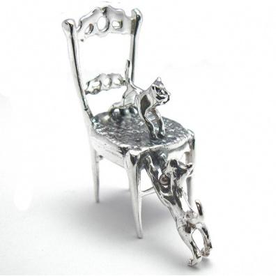 Zilveren stoeltje met 2 katjes